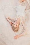 Όμορφο πορτρέτο μιας γυναίκας με την ξανθή τρίχα με μια σύνθεση βραδιού Στοκ φωτογραφίες με δικαίωμα ελεύθερης χρήσης