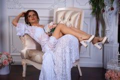 Όμορφο πορτρέτο brunette σε ένα φόρεμα bodoir Στοκ φωτογραφίες με δικαίωμα ελεύθερης χρήσης