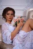 Όμορφο πορτρέτο brunette σε ένα φόρεμα bodoir Στοκ Εικόνα