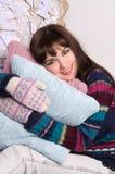 όμορφο πουλόβερ γαντιών κοριτσιών Στοκ εικόνα με δικαίωμα ελεύθερης χρήσης