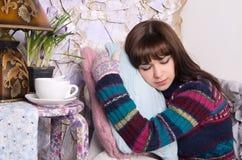 όμορφο πουλόβερ γαντιών κοριτσιών Στοκ φωτογραφίες με δικαίωμα ελεύθερης χρήσης