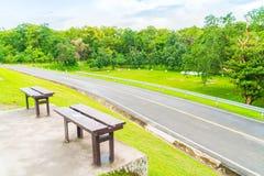 Όμορφο πράσινο πάρκο, ANG Kaew στο πανεπιστήμιο Chiang Mai σε Tha Στοκ Φωτογραφίες