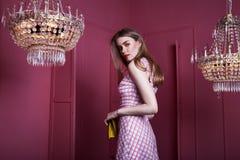 Όμορφο προκλητικό όμορφο MO γυναικείας μόδας κοριτσιών γυναικών ξανθών μαλλιών προσώπου Στοκ Φωτογραφίες