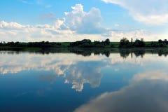 όμορφο πρωί τοπίων λιμνών στοκ φωτογραφία