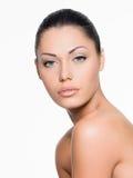 Όμορφο πρόσωπο με το φρέσκο καθαρό δέρμα Στοκ Εικόνα