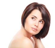 Όμορφο πρόσωπο της νέας γυναίκας με το καθαρό φρέσκο δέρμα Στοκ εικόνα με δικαίωμα ελεύθερης χρήσης