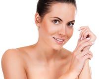 Όμορφο πρόσωπο της νέας ενήλικης γυναίκας με το καθαρό φρέσκο δέρμα Στοκ φωτογραφίες με δικαίωμα ελεύθερης χρήσης