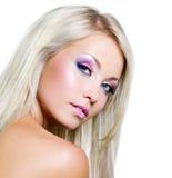 Όμορφο πρόσωπο της ξανθής γυναίκας Στοκ Εικόνες