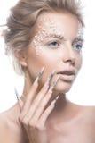 Όμορφο πρότυπο μόδας με τα μακριά καρφιά, δημιουργικά Στοκ Εικόνες