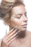 Όμορφο πρότυπο μόδας με τα μακριά καρφιά, δημιουργικά Στοκ εικόνες με δικαίωμα ελεύθερης χρήσης