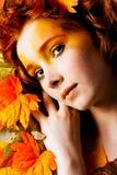 όμορφο πρότυπο πορτρέτο φθινοπώρου Στοκ εικόνα με δικαίωμα ελεύθερης χρήσης