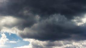 Όμορφο δραματικό cloudscape φιλμ μικρού μήκους