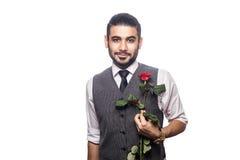 Όμορφο ρομαντικό ευτυχές άτομο με το ροδαλό λουλούδι Στοκ Εικόνα