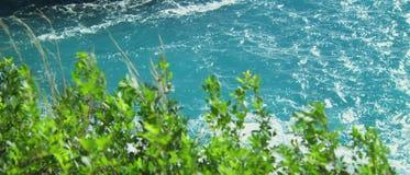 Όμορφο σαφές μπλε θαλάσσιο νερό απόθεμα βίντεο