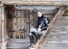 όμορφο σκαλοπάτι κοριτσ&i Στοκ φωτογραφία με δικαίωμα ελεύθερης χρήσης