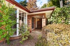 Όμορφο σπίτι, η είσοδος στο σπίτι, η πόρτα, Στοκ Εικόνες