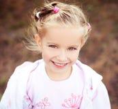όμορφο στενό κορίτσι liitle επάνω στοκ εικόνες με δικαίωμα ελεύθερης χρήσης