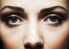 όμορφο στενό πρόσωπο ματιών - επάνω γυναίκα Στοκ εικόνα με δικαίωμα ελεύθερης χρήσης