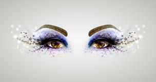 όμορφο στενό πρόσωπο ματιών - επάνω γυναίκα απεικόνιση αποθεμάτων