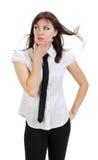 Όμορφο στοχαστικό κορίτσι με το πουκάμισο και το δεσμό Στοκ φωτογραφία με δικαίωμα ελεύθερης χρήσης