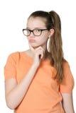 Όμορφο στοχαστικό κορίτσι σε ένα καθαρό άσπρο υπόβαθρο Στοκ εικόνα με δικαίωμα ελεύθερης χρήσης