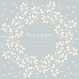 Όμορφο στρογγυλό πλαίσιο με τα λουλούδια και τις πεταλούδες Στοκ φωτογραφία με δικαίωμα ελεύθερης χρήσης