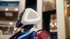 Όμορφο σύγχρονο ρομπότ σύγχρονες τεχνολογίες απόθεμα βίντεο