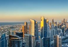Όμορφο σύγχρονο architecure πόλεων στο ηλιοβασίλεμα Εναέριος ορίζοντας του Ντουμπάι, Ε.Α.Ε. Στοκ Εικόνα