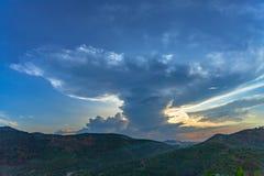 Όμορφο σύννεφο στο ηλιοβασίλεμα στοκ φωτογραφίες
