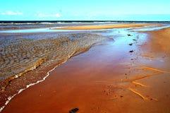 Όμορφο τέντωμα της παραλίας από την πλευρά του Ατλαντικού Ωκεανού του νησιού του Edward πριγκήπων, Καναδάς στοκ εικόνα