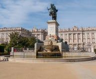 Όμορφο τετράγωνο στη Μαδρίτη - Plaza de Oriente στη Royal Palace Στοκ εικόνα με δικαίωμα ελεύθερης χρήσης
