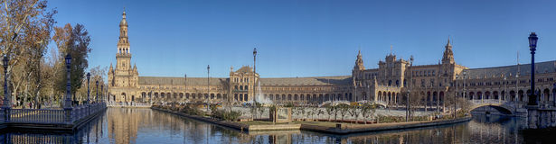 Όμορφο τετράγωνο της Ισπανίας στη Σεβίλη, Ισπανία Στοκ εικόνα με δικαίωμα ελεύθερης χρήσης
