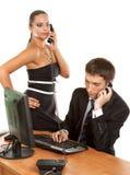 Όμορφο τηλέφωνο εκμετάλλευσης επιχειρηματιών επιχειρησιακών ομάδων Στοκ φωτογραφία με δικαίωμα ελεύθερης χρήσης