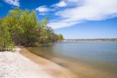 Όμορφο τοπίο Ήρεμος ποταμός, αμμώδεις παραλίες Στοκ εικόνα με δικαίωμα ελεύθερης χρήσης