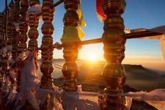 Όμορφο τοπίο Ανατολή στην αιχμή Sri Pada Adam ` s βουνών Σρι Λάνκα στοκ φωτογραφία