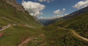 Όμορφο τοπίο βουνών, αλπικός δρόμος, Ελβετία απόθεμα βίντεο