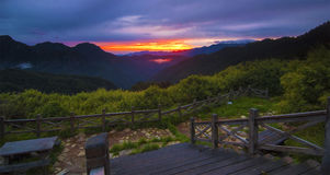Όμορφο τοπίο βουνών στην ανατολή Στοκ φωτογραφία με δικαίωμα ελεύθερης χρήσης