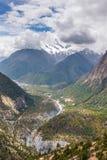 Όμορφο τοπίο βουνών στο οδοιπορικό κυκλωμάτων Annapurna Στοκ Εικόνα