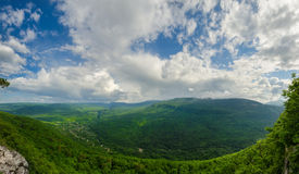 Όμορφο τοπίο βουνών του Καύκασου Φαράγγι του Γκουάμ, Mezmay Τεράστιο πανόραμα Στοκ φωτογραφίες με δικαίωμα ελεύθερης χρήσης