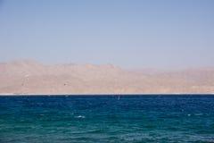 όμορφο τοπίο Ερυθρών Θαλασσών από την ακτή του Ισραήλ Στοκ φωτογραφία με δικαίωμα ελεύθερης χρήσης