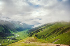 Όμορφο τοπίο, κοιλάδα και ουρανός βουνών Στοκ φωτογραφίες με δικαίωμα ελεύθερης χρήσης