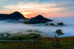 Όμορφο τοπίο με τα βουνά Στοκ εικόνα με δικαίωμα ελεύθερης χρήσης