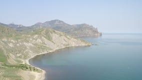 Όμορφο τοπίο με την άποψη θάλασσας και την τραχιά ακτή Τόπος προορισμού τουριστών απόθεμα βίντεο