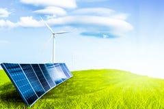 Όμορφο τοπίο με την πράσινη δύναμη από το ηλιακό κύτταρο και τον ανεμόμυλο Στοκ εικόνα με δικαίωμα ελεύθερης χρήσης