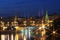 Όμορφο τοπίο νύχτας με τις όψεις του Κρεμλίνου Στοκ φωτογραφία με δικαίωμα ελεύθερης χρήσης