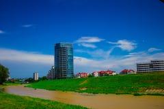 Όμορφο τοπίο, ποταμός και μητρόπολη στοκ εικόνα με δικαίωμα ελεύθερης χρήσης