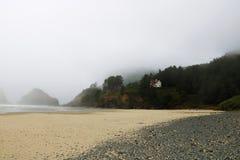 Όμορφο τοπίο που αγνοεί την αμμώδη παραλία στη παράλια Ειρηνικού στοκ φωτογραφία