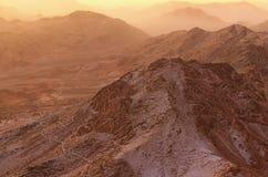 Όμορφο τοπίο στα βουνά στην ανατολή Η καταπληκτική άποψη από το υποστήριγμα Sinai τοποθετεί Horeb, Gabal μούσα, Μωυσής Mount στοκ φωτογραφία