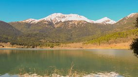 Όμορφο τοπίο της λίμνης Doxa στην Ελλάδα απόθεμα βίντεο