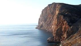 Όμορφο τοπίο της φύσης, ωκεανός, βράχοι, ακτή φιλμ μικρού μήκους